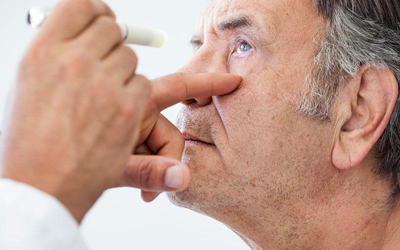 Come si cura la cataratta: sintomi, terapia, intervento