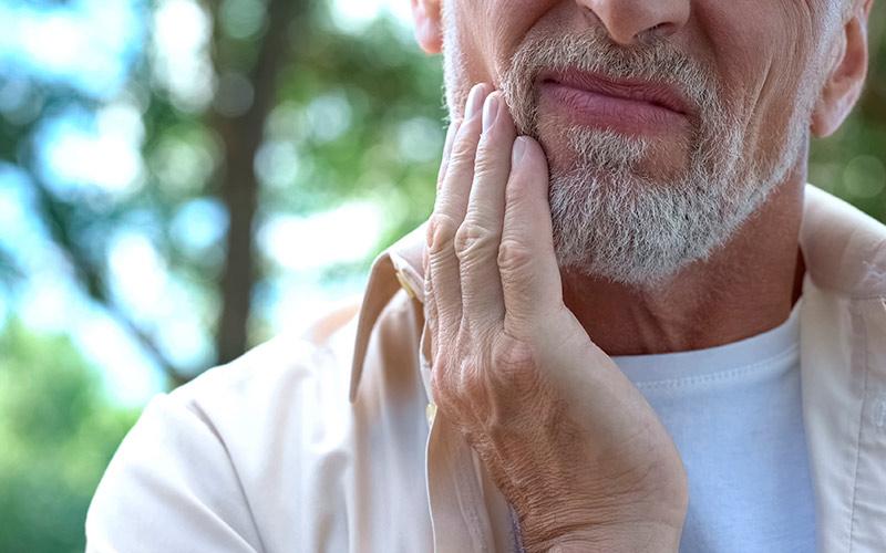 Ascesso dentale: cause, durata, rimedi